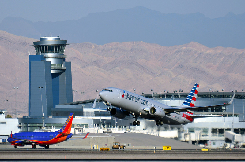 'news' from the web at 'https://www.mccarran.com/FSWeb/assets/LAS/images/images_news/news_american_airlines_southwest.jpg'
